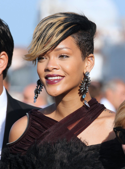 Rihanna bangs hairstyle 2016