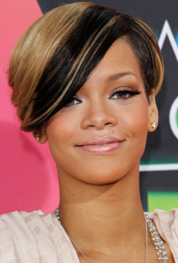 Rihanna Short hairstyle with Extra blonde highlights