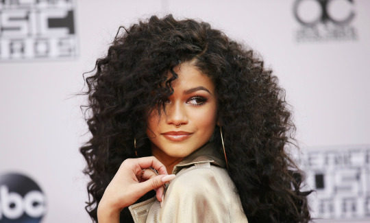 Zendaya curly hairstyles with waves